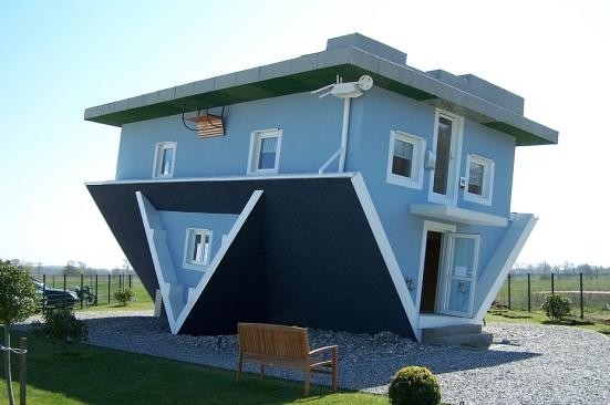 20100917-upsidedownhouse