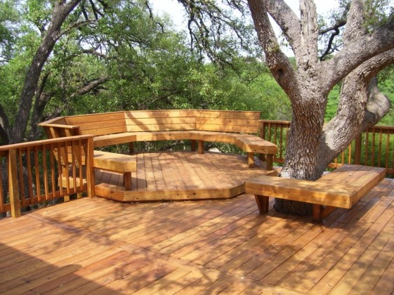 Amazing-Wooden-Backyard-Decking-Ideas-in-the-Forest-Area-930x697-Engaging-Backyard-Ideas-Engaging-ideas-for-small-backyard-spaces-Tropical-Style-1280x959
